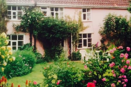 Farmhouse B&B in Rural Norfolk - Bressingham - Bed & Breakfast