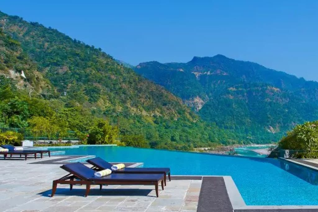 Infiniti Pool with Ganges View!