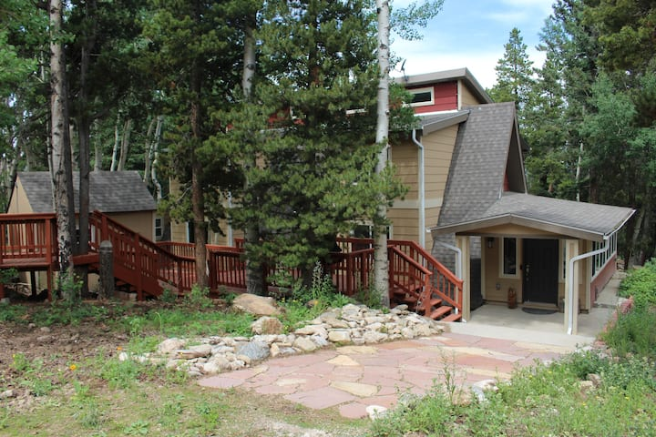 Upscale Mountain House-3Bd+loft/3Bth, sleeps 15