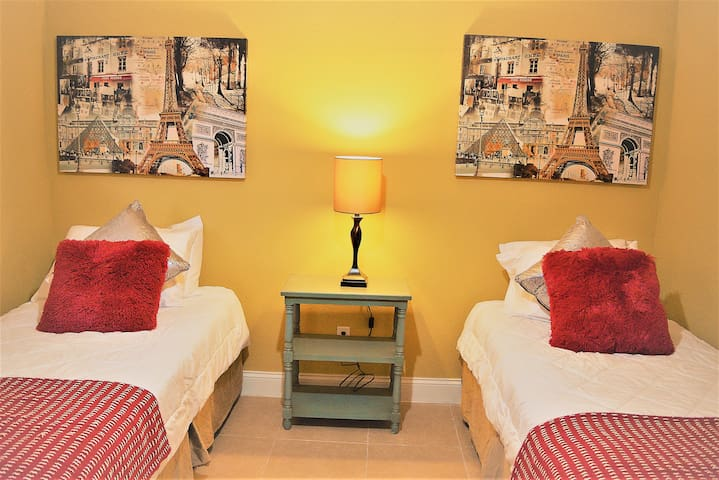 Ruby Red | Private Twin Bedroom | Near IAH