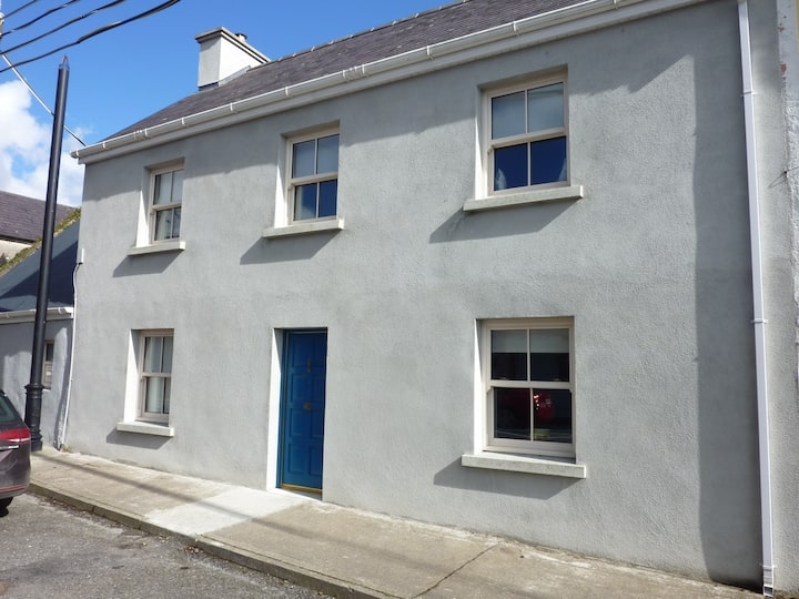 Central Foxford townhouse