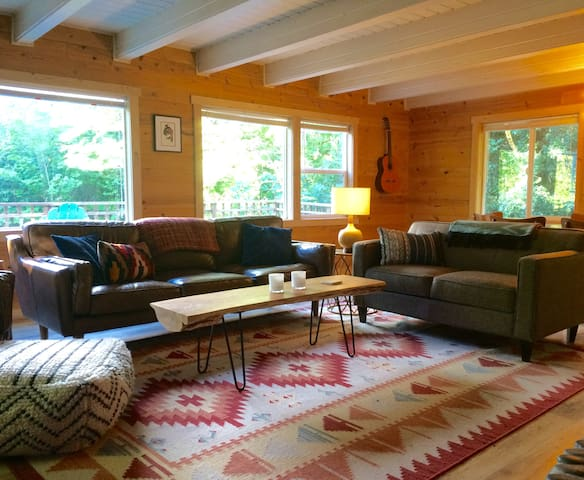 Cedar Hill Cottage - A Peaceful, Wooded Retreat