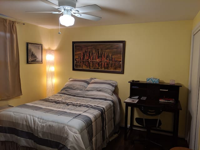 Private Room in Delray Townhouse - close to DCA