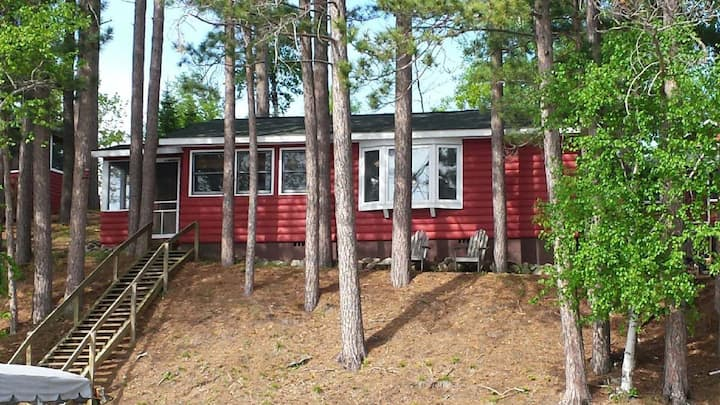 Lakefront Cabin, Paddleboat, Canoe, Close to Town!