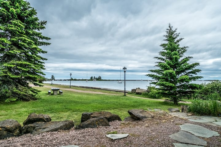 Cobblestone Cove Unit 6 is a great place to watch the waves crash on the break wall of the Grand Marais Harbor and gaze at the sail boats and nearby lighthouse