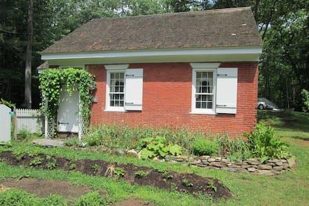 Riggsville Schoolhouse - Georgetown - House