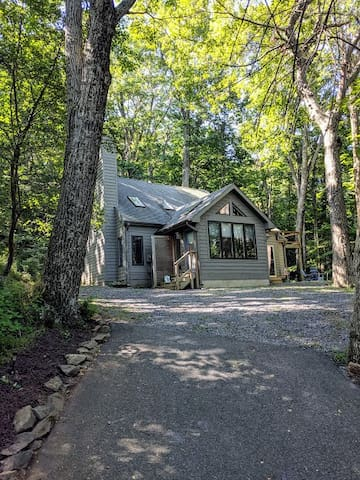 A Mountain Cottage at Wintergreen Resort!