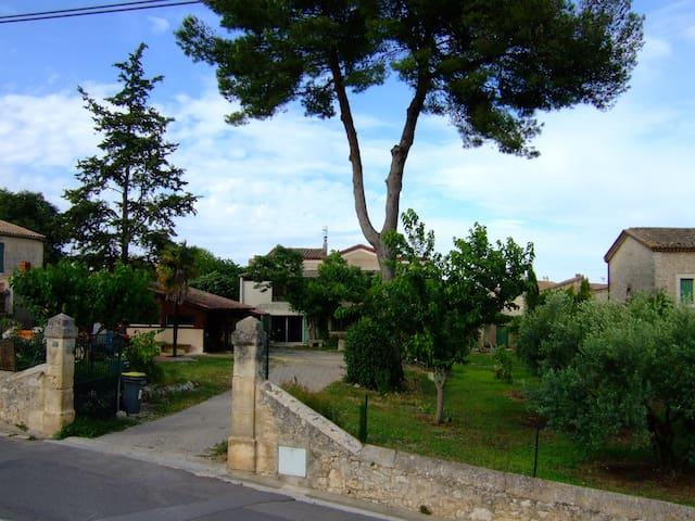 Les Gîtes du Mas GIBERT l' Atelier 40m² + terrasse - Saussines - Nature lodge