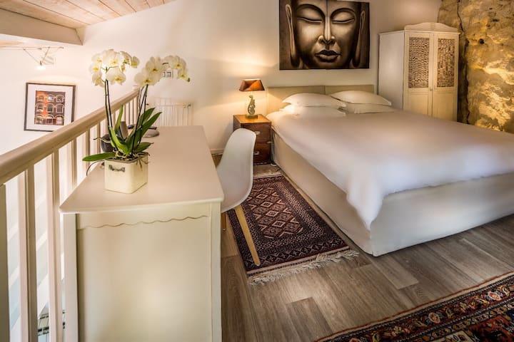 Jolie guest house avec grande mezzanine