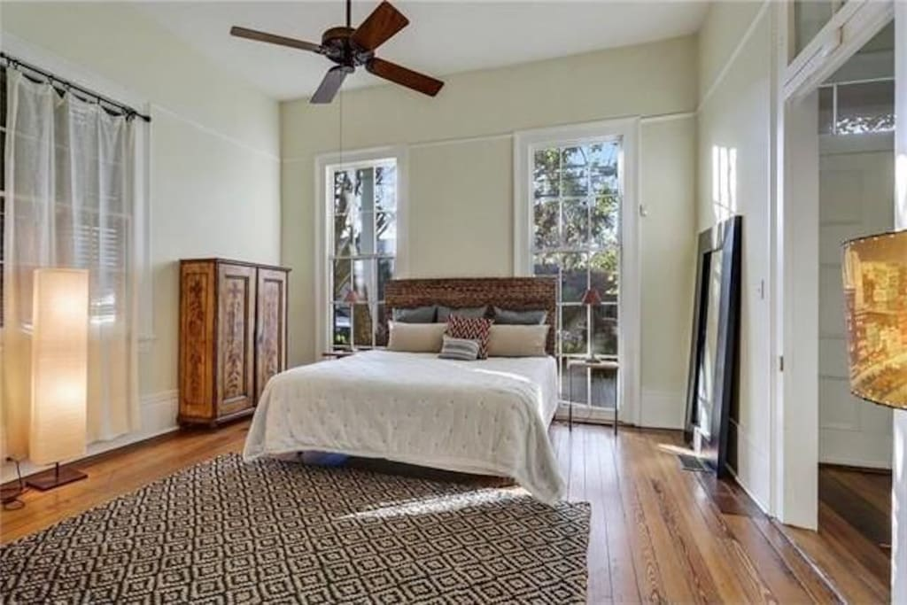 Garden District 39 S Awesome View Of St Charles Ave Houses For Rent In New Orleans Louisiana