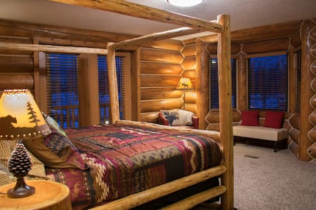Master Bedroom at Beautiful and Cozy LaBelle Lake - Rigby - Bed & Breakfast