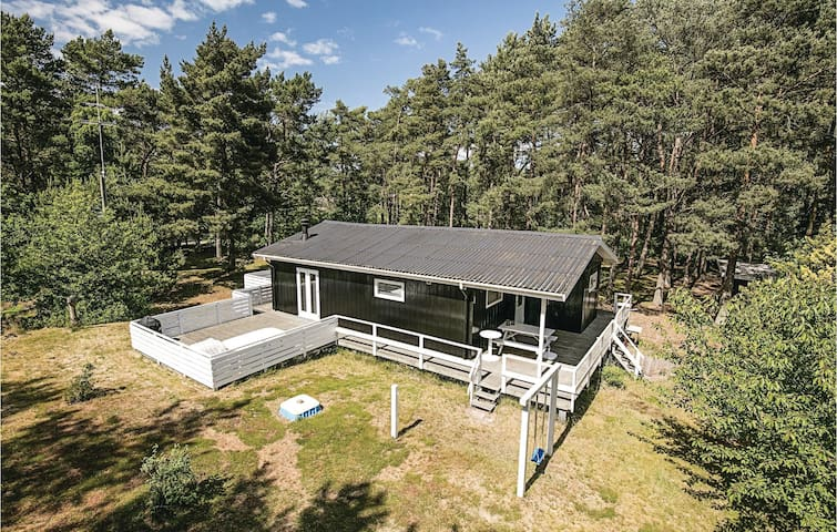 Holiday cottage with 2 bedrooms on 70 m² in Aakirkeby