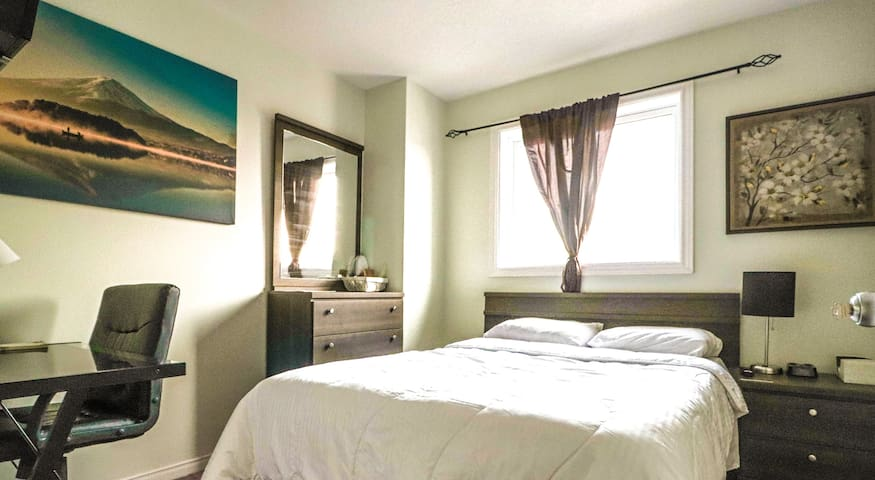 Bedroom in shared home near all amenities