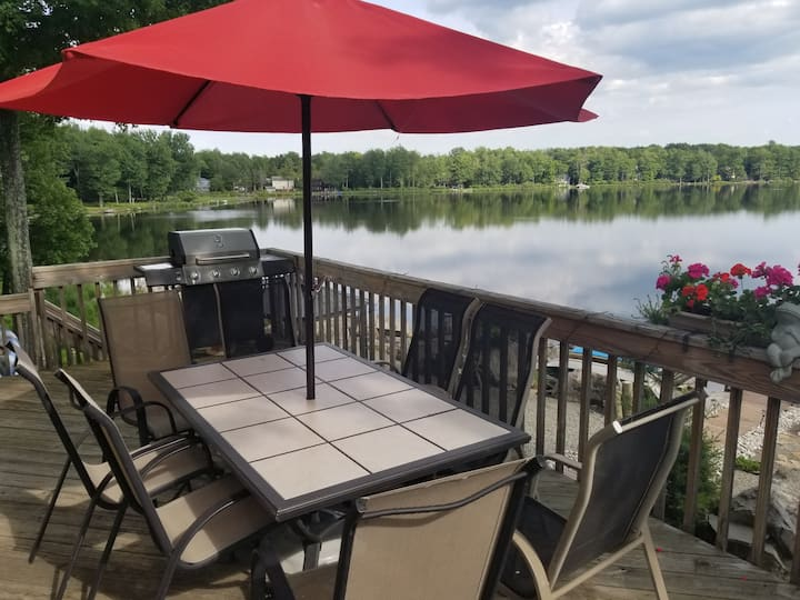 Poconos•LAKEFRONT •10kayaks•lake•boat•3supboardS