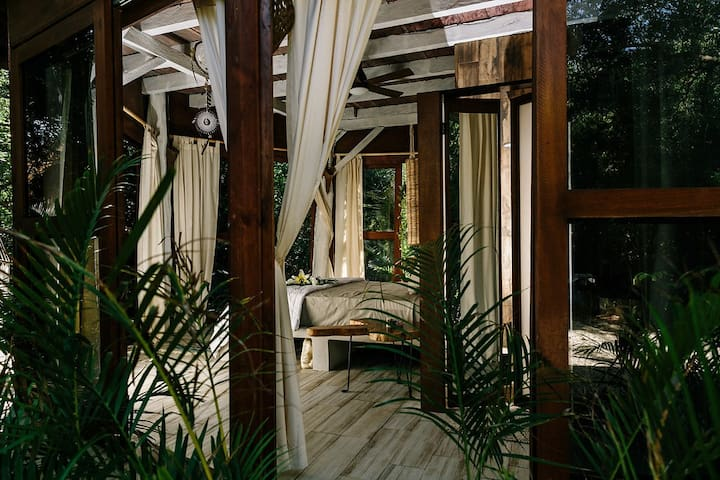 Eco-chic 360° Jungle Cabin steps away from beach#4