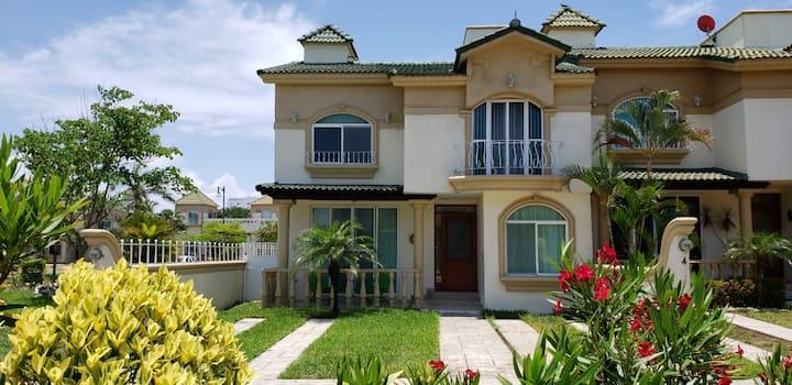 Casa en Residencial Privada a 7 min de la Playa
