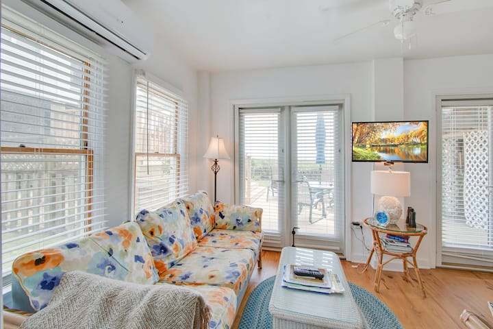 Dog-friendly oceanfront first floor condo w/ WiFi, full kitchen, and large deck!