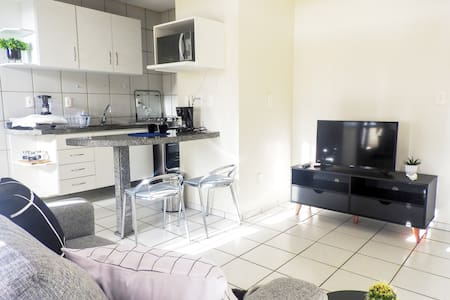 Apartamento 2 Quartos com Garagem Privativa.