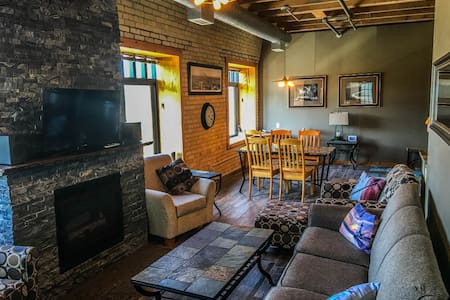 Captain`s Canal Park Suite is a charming, high quality condo in the historic brick Suites Hotel at Duluth`s Canal Park