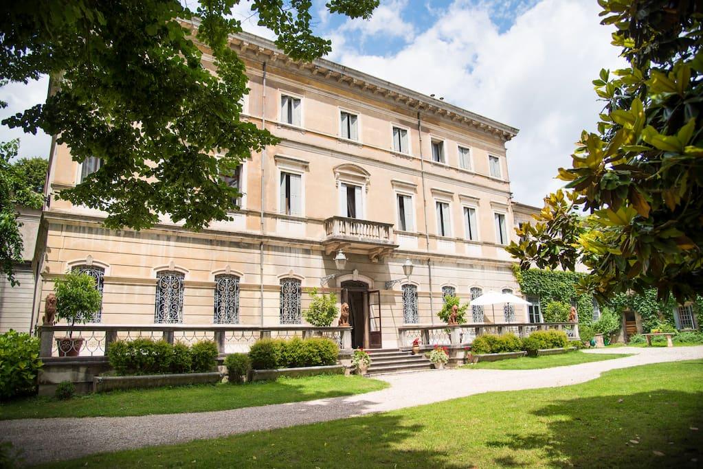 The façade of Villa Mila
