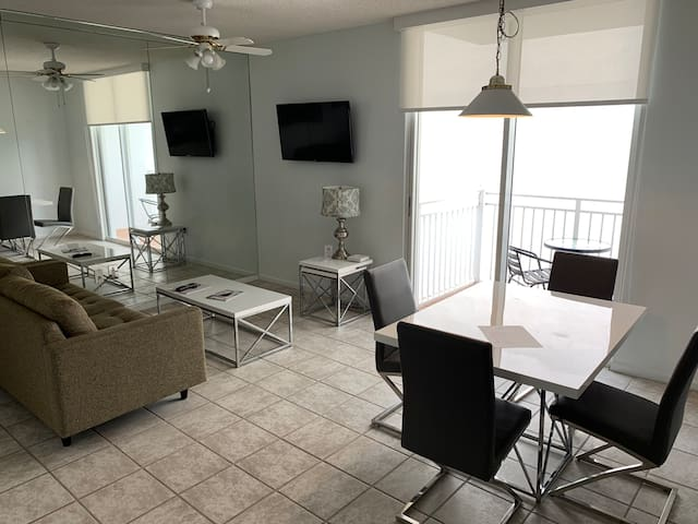 City View Brickell Apartment (RARE FIND)
