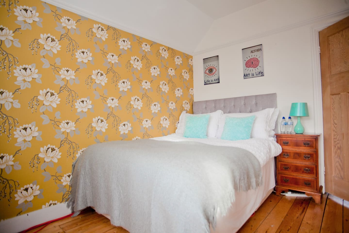 Cosy double bedroom decorated like a boutique hotel, desk, wifi & reading chair