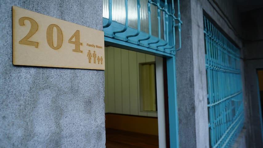 適合2-4人小家庭的老厝套房 - Yilan City - Hus