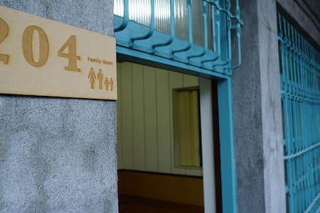 適合2-4人小家庭的老厝套房 - Yilan City - Casa