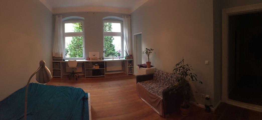 Cosy 1-room apartment in the heart of Schöneberg.