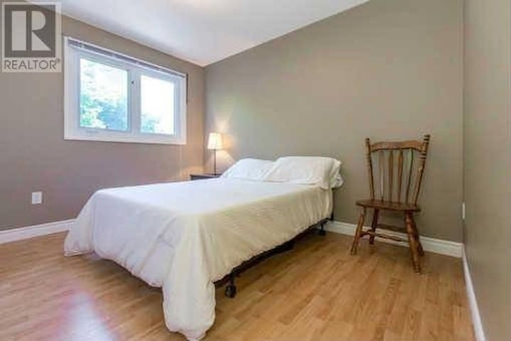 Warm and Comfy Private Room in Vaughan