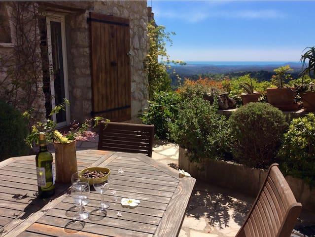 Belle maison de village pour 6 personnes avec vue - Tourrettes-sur-Loup - Rumah