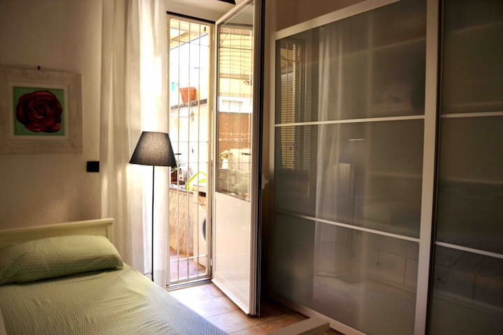 Single Room in Casa Dani - Next to the city centre