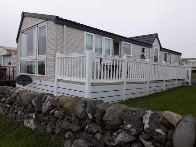 Stunning 2-Bed Luxury Caravan in Newton Stewart