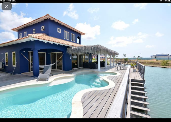 THE WATER VILLA, living near the beach