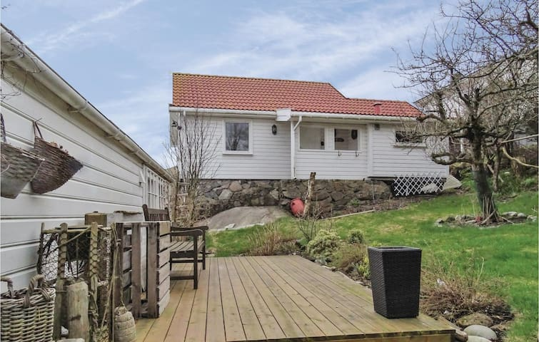 egersund divorced singles Separation and divorce  priscilla has a square named after her in egersund, norway:  top 10 singles heartbreak hotel i want you, .