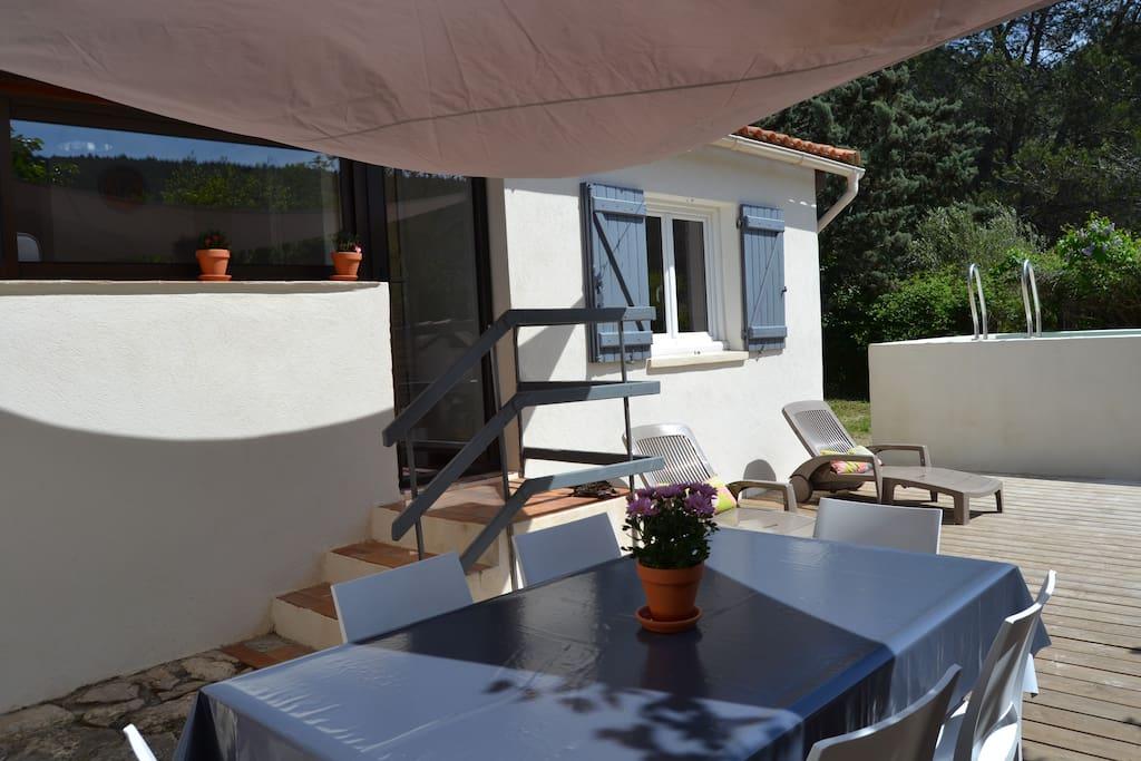 Maison dans la pin de avec piscine houses for rent in for Piscine gemenos