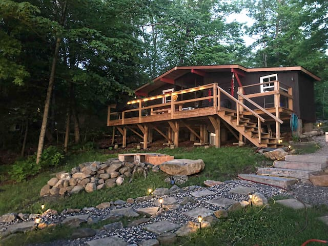 Lake Manitouwabing cabin with hot tub & sauna