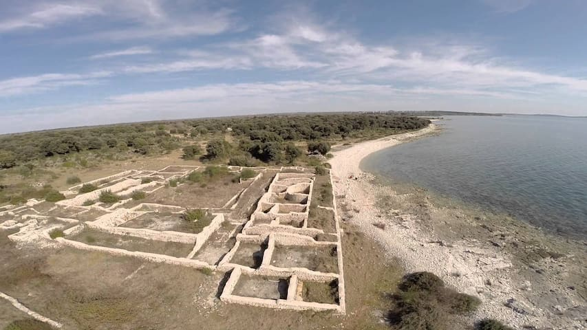 """Roman ruins 20 min """"good shoes"""" beach walk on the right side ..."""