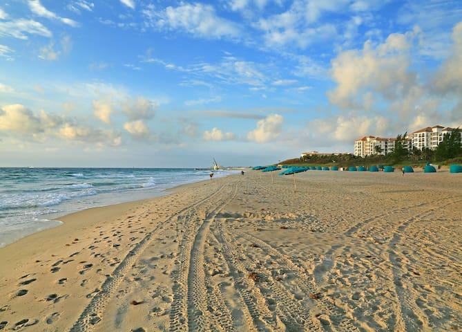 Palm Beach Pool View Private Studio DEAL