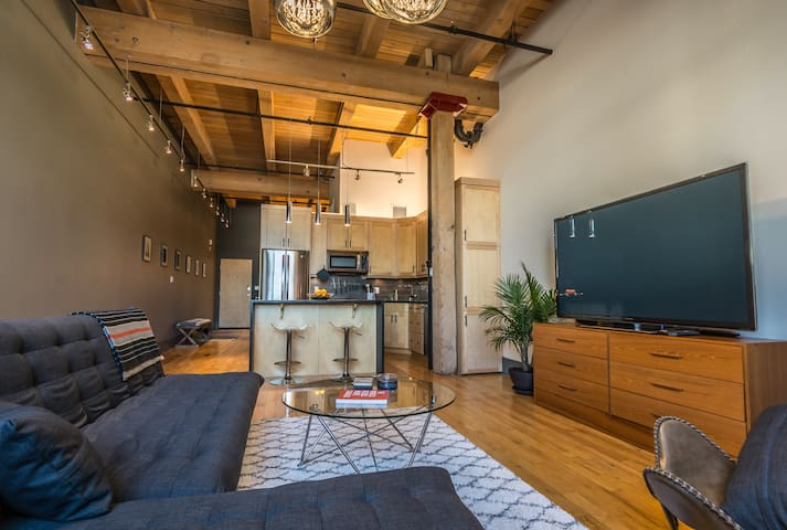 Central District Loft With U/G Parking
