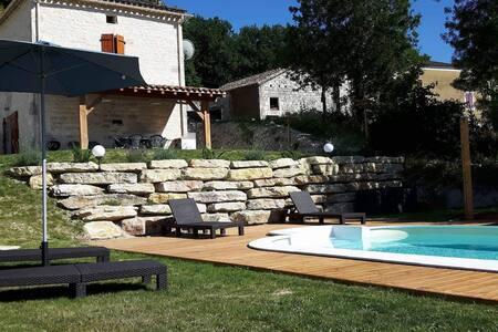 maison en pierre quercynoise avec piscine privée