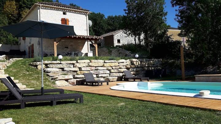 maison en pierre  avec piscine totalement privée