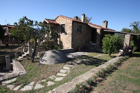 Perfect house with own garden and heavenly view! - Garlenda - Cabane