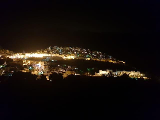 Vue de Moulay idriss zerhoun la nuit