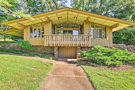NEW! Mid-Century Modern Cottage w/ Fire Pit & Deck