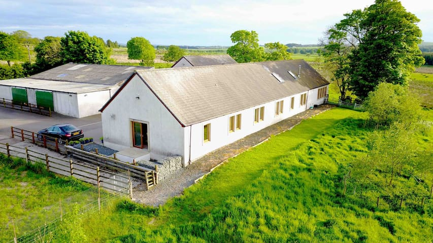 Rural setting easy access to Edinburgh & Glasgow