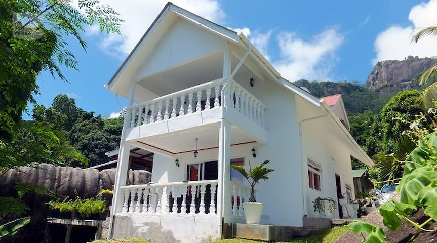 MAHE : Experience with Jill seychellois