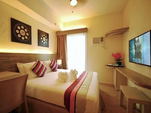 ELEGANT STANDFORD SUITES @ SOUTH FORBES CITY - Silang - Apartment