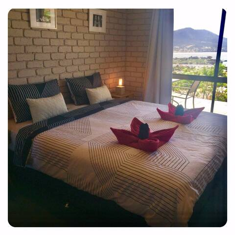 1st Bedroom with view. **Please request your desired room set-up with your initial booking enquiry e.g : (1). TWIN SINGLES & DOUBLE BEDS or (2). KING & DOUBLE BEDS.