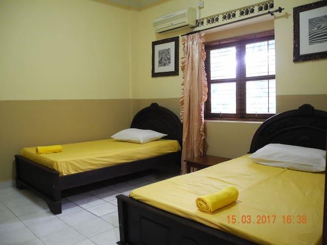 Quest House Gatsu 45 - Denpasar Utara - Hus
